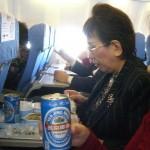 所長と悦ちゃんはビールを・・・